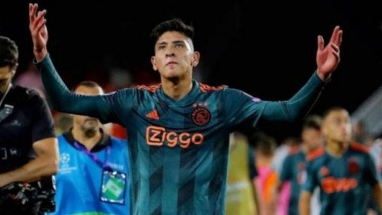 Edson Álvarez durante un partido del Ajax