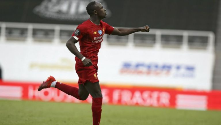 Sadio Mané celebrando una anotación con Liverpool