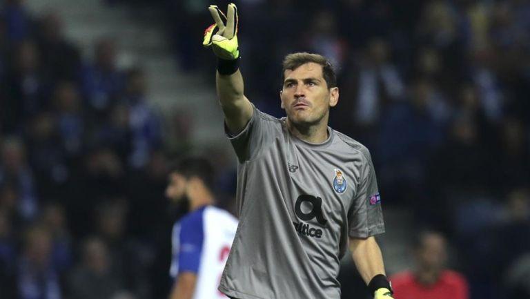 Iker Casillas durante un duelo con el Porto en Portugal