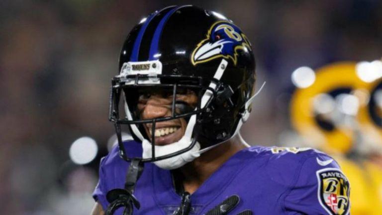 Marcus Peters en acción con Ravens