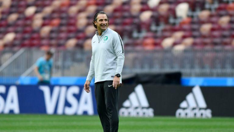 Juan Antonio Pizzi en su paso por la Selección de Arabia Saudita