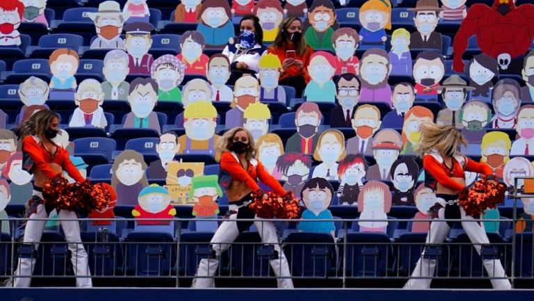 Figuras de South Park en estadio de los Broncos