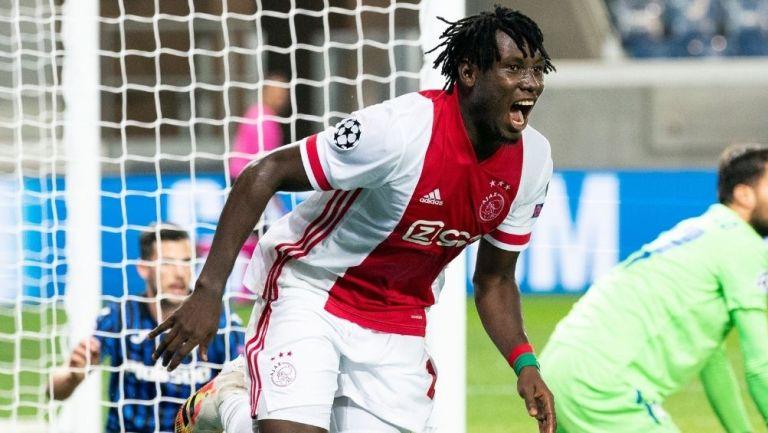 Traoré marcando el segundo del Ajax