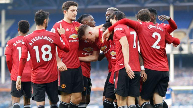 Jugadores del Manchester United festejan un gol