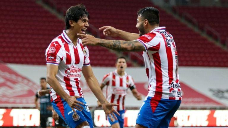 JJ Macías y Alexis Vega en un partido con el Rebaño
