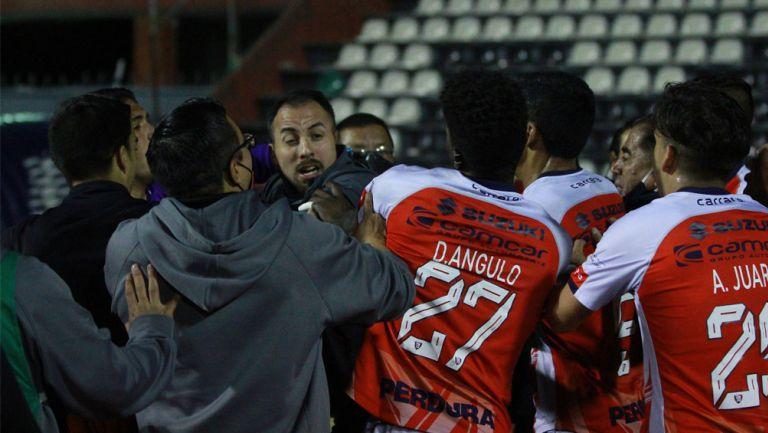 Mineros de Zacatecas y Tepatitlán FC se enfrascan en una pelea