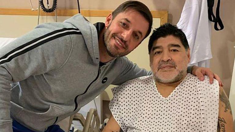 Matías Morla junto a Diego Armando Maradona en el hospital
