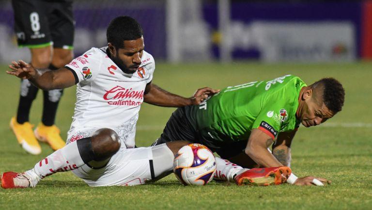 Brayan Angulo y Ayron Del Valle, luchan por la redonda