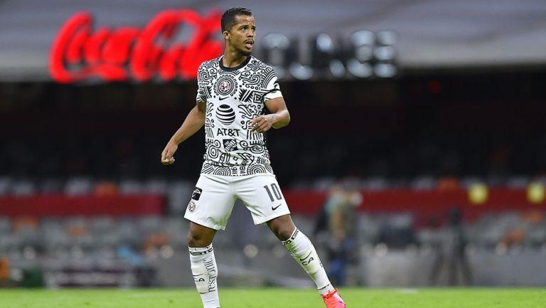 Giovani dos Santos en partido con América
