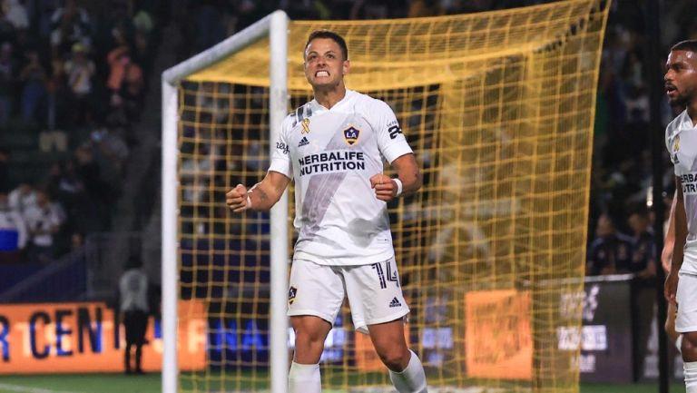 Chicharito celebrando su gol ante el Dynamo