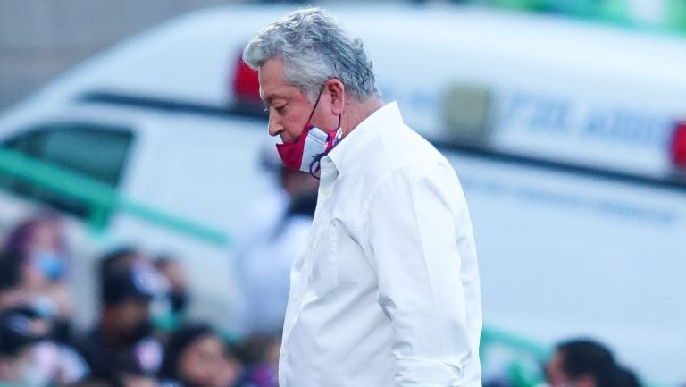 Víctor Manuel Vucetich durante partido de las Chivas contra Santos